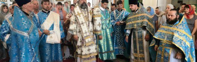 Воскресная Божественная Литургия в кафедральном соборе святителя Николая Мир Ликийских Чудотворца