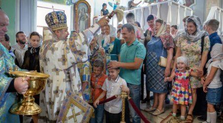Воскресная Божественная Литургия в Никольском кафедральном соборе